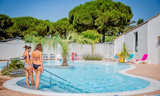 Services et infrastructures du camping services locatifs - Camping ile de re avec piscine couverte ...