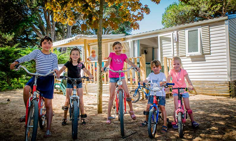 children cycling camping Varennes